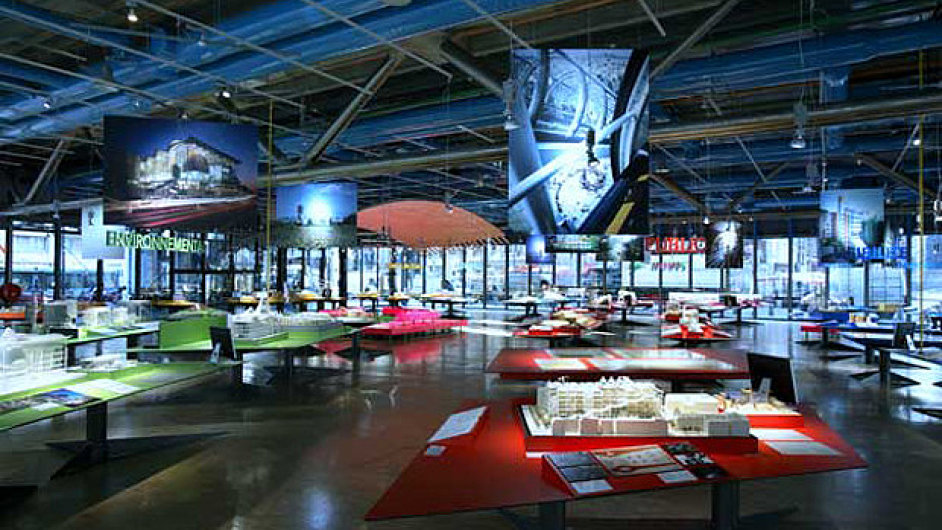 Autory budovy Centre Pompidou byli architekti Renzo Piano a Richard Rogers.