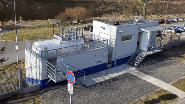 Akumulace energie z OZE ve vodíku – ÚJV Řež. Na snímku budova elektrolyzéru