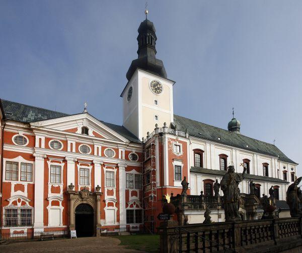 Rekonstrukce církevních památek na Broumovsku. Na snímku klášter Broumov