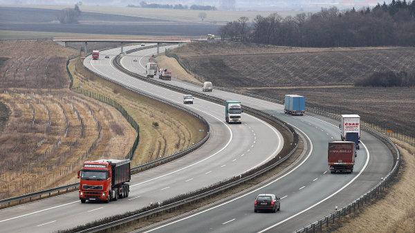 Jak zákon dopadne a podle jakých pravidel se bude příprava dálnic řídit dál, to se ukáže při finálním hlasování ve třetím čtení na začátku dubna - Ilustrační foto.