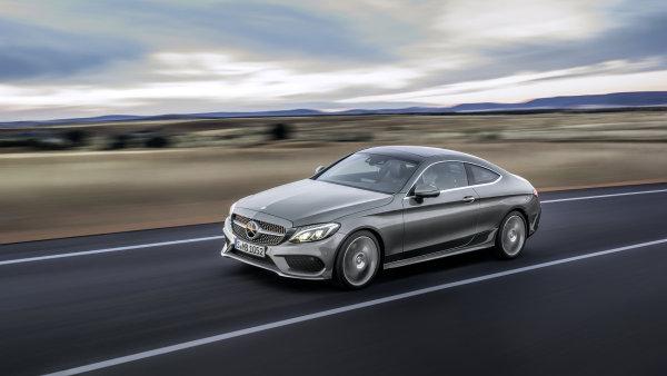 Mercedes-Benz uk�zal C Coup� se �ty�v�lci a pohledn�m designem