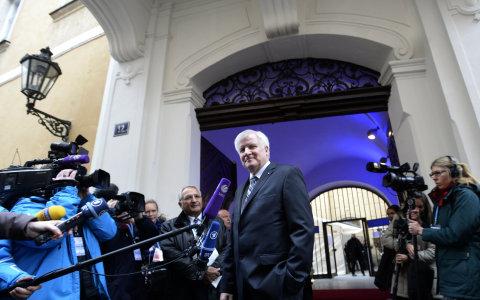 Bavorsk� premi�r: Vezmu uprchlickou krizi do sv�ch rukou, kdy� vl�da sel�e