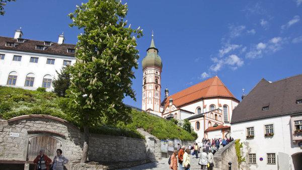 Klášterní pivovar vAndechsu vaří jen bavorskou klasiku. Je to sázka najistotu, pivovar celý klášter živí.