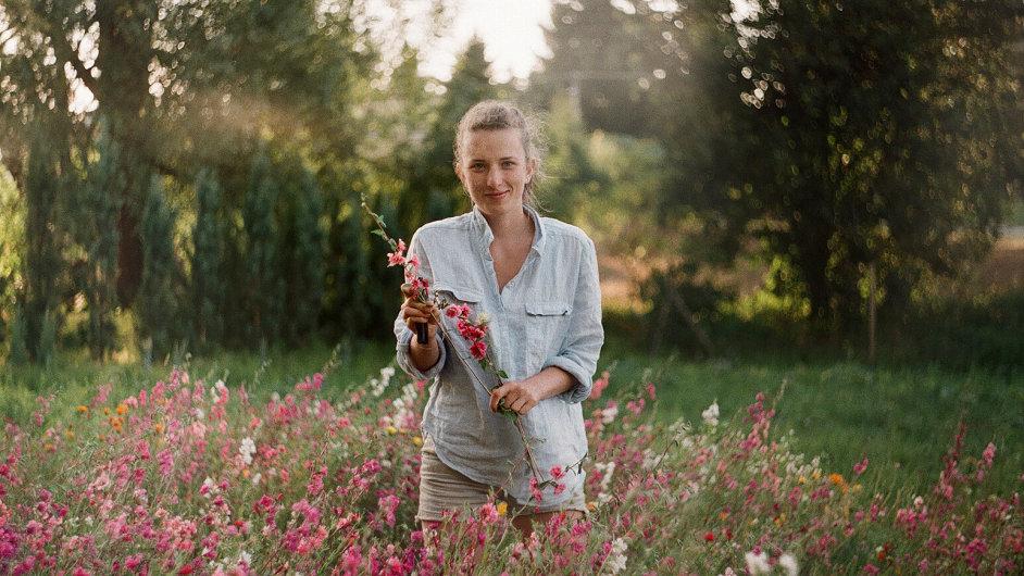 V Loukykvět pěstují české květiny na poli o rozloze asi 5 tisíc metrů čtverečních.