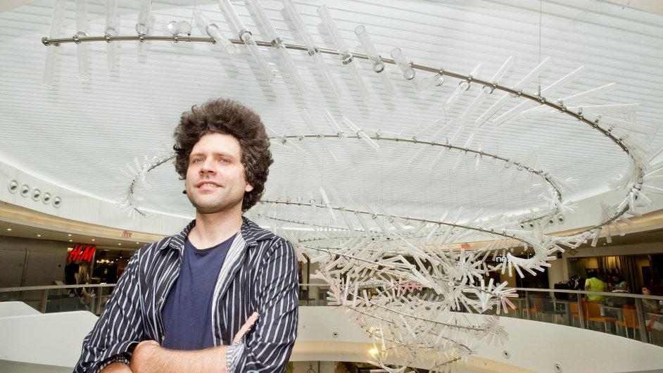Snímek plastiky zvané Vortex od designéra Maxima Velčovského v pražském Myslbeku.