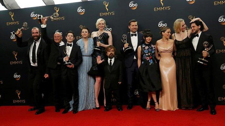 Na snímku z předávání cen Emmy jsou herci ze seriálu HBO Hra o trůny.