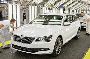 Automobilky lámou rekordy ve výrobě. Nástup elektromobilů může ale zlaté časy utnout