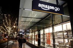Amazon se v Německu chystá otevřít kamenné prodejny.