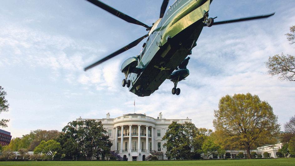 V pátek popoledni washingtonského času usedne dooválné pracovny Bílého domu sedmdesátiletý newyorský podnikatel Donald Trump jako 45. prezident USA.