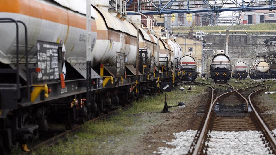Dokument Koncepce nákladní dopravy by měl řešit kritickou situaci na přeplněné české železnici.