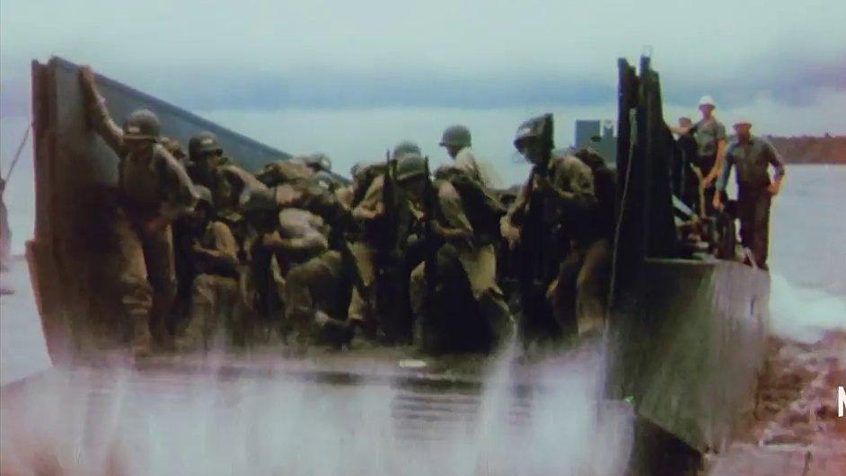 Snímek z dokumentárního seriálu nazvaného Five Came Back.