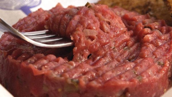 Jedním z nejlepších bister je Naše maso, kde mezi nejoblíbenější jídla patří tatarák.