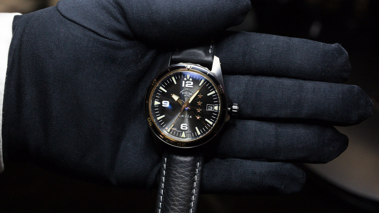 Zbrojař Strnad ovládl výrobce hodinek Prim. Původní majitel se cítí ... eb64c9dd022