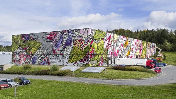 Na humpolském skladu vzniká největší graffiti v Česku