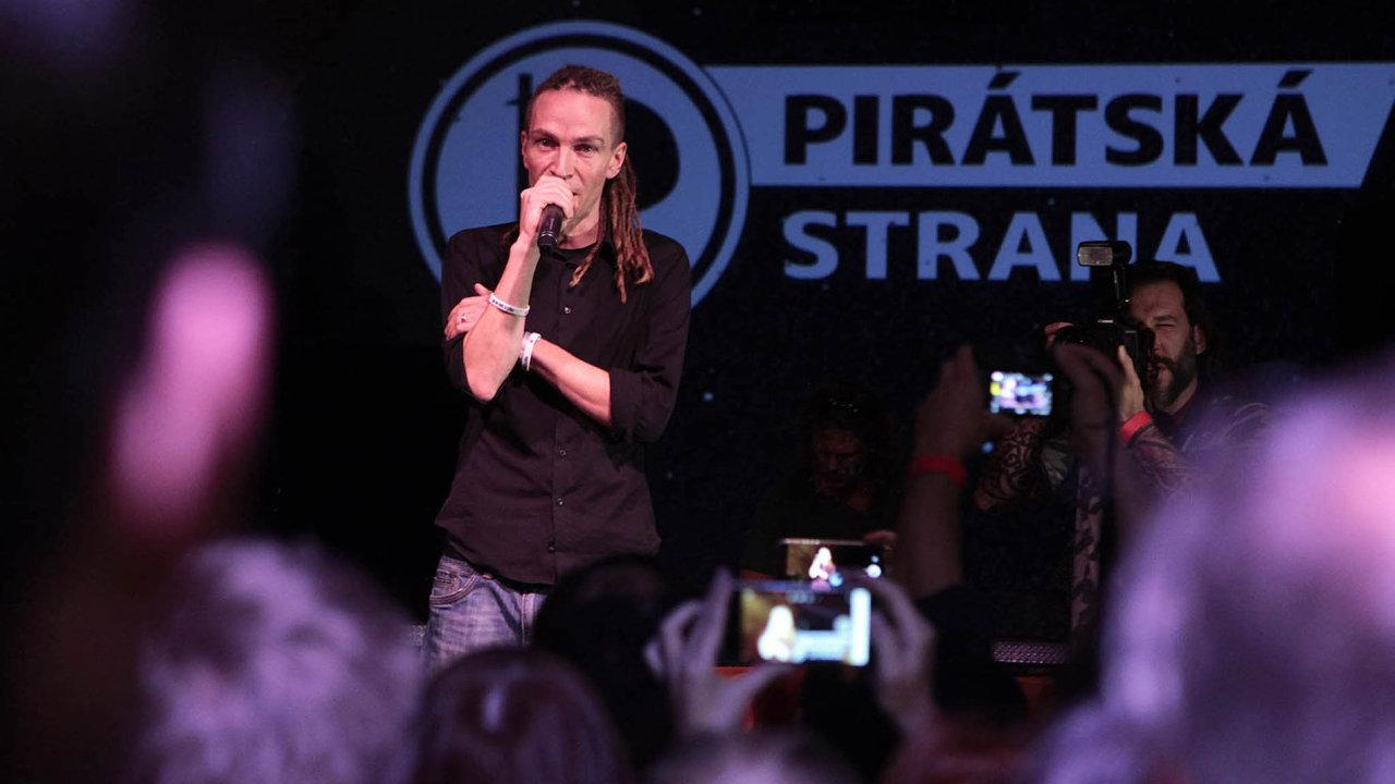 Lídr pirátské strany Ivan Bartoš může být s výsledkem voleb spokojen.