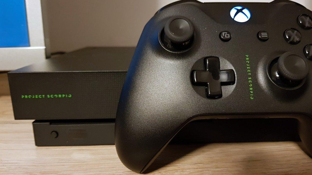 Xbox One X Scorpio Edition si mohli objednat největší fanoušci v omezeném množství