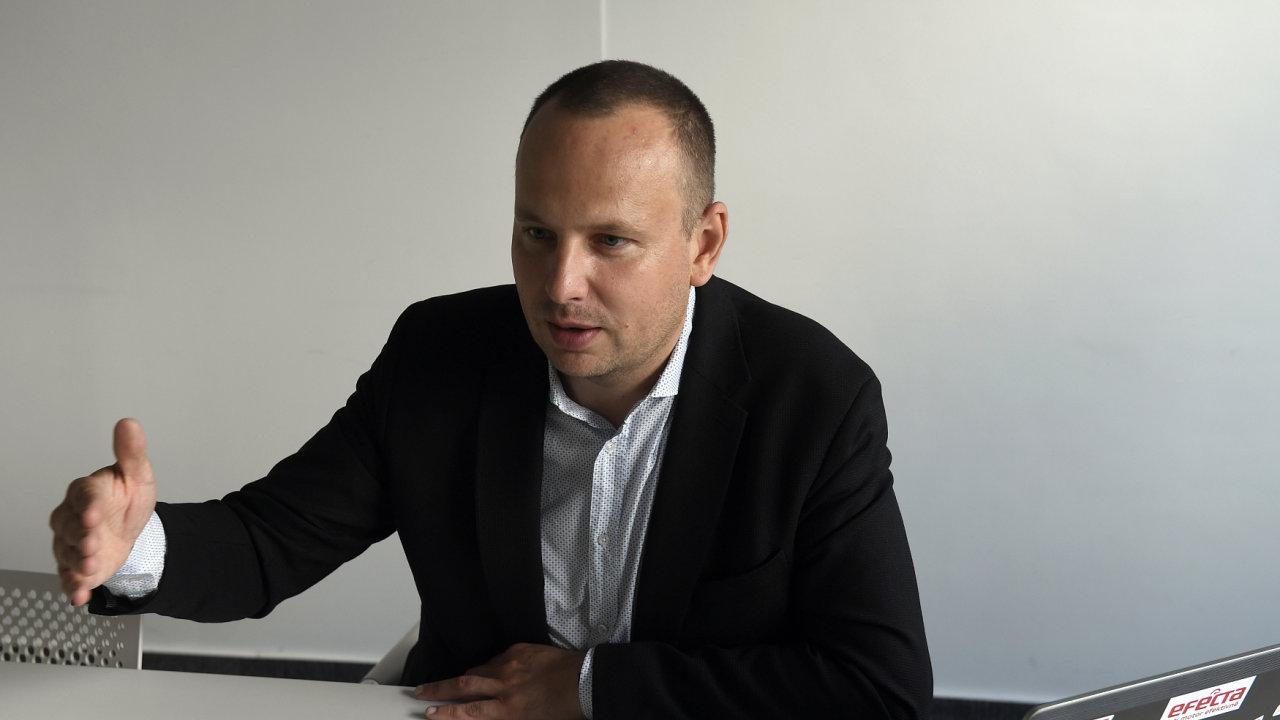 Marek Zouvala, Benzina