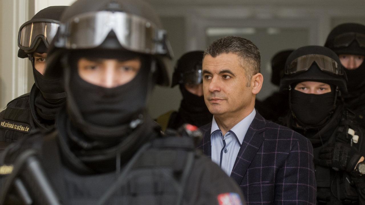 Alí Fajád, jeden z trojice Libanonců zadržených v Praze a čekajících na vydání do USA. Je bratrem taxikáře Saíba Muníra Taána.