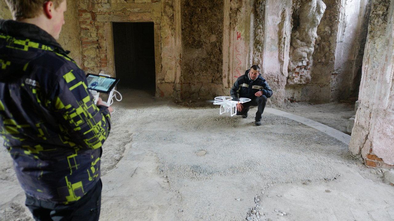 drony, dron, čvut