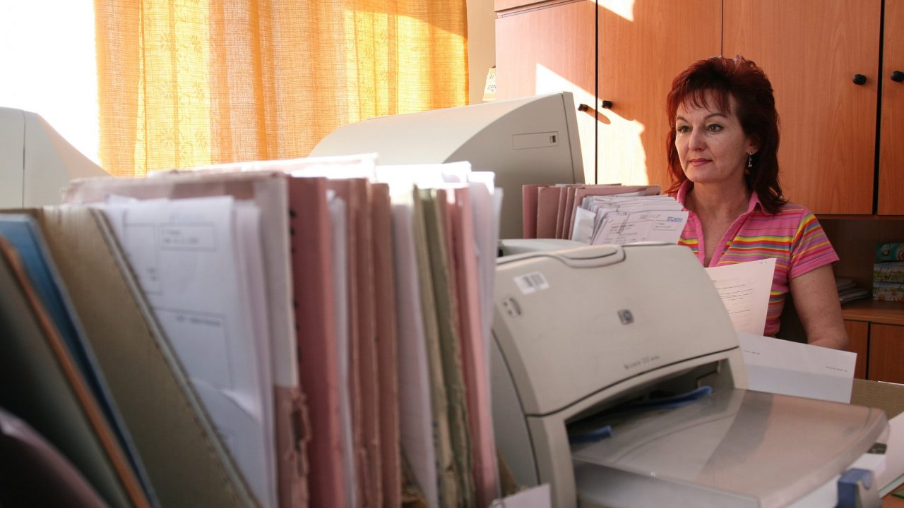 Nárůst platů o 1500 korun se týká zhruba 640 tisíc lidí, kteří pracují ve veřejném sektoru - Ilustrační foto.