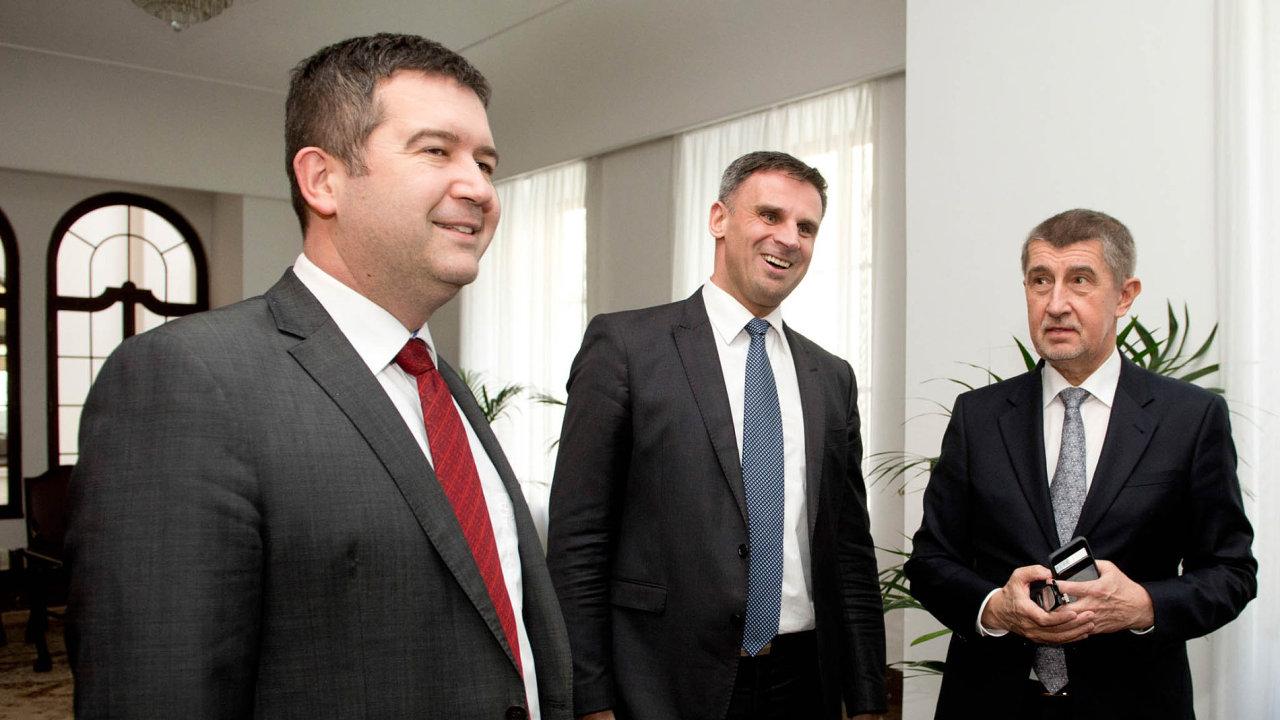 Andrej Babiš z hnutí ANO (vpravo), Jan Hamáček a Jiří Zimola z ČSSD (zleva).