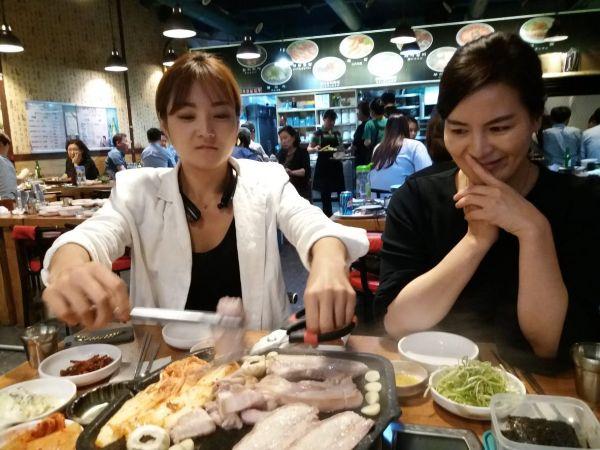Jihokorejská překladatelka Jo Čin (na snímku vpravo)