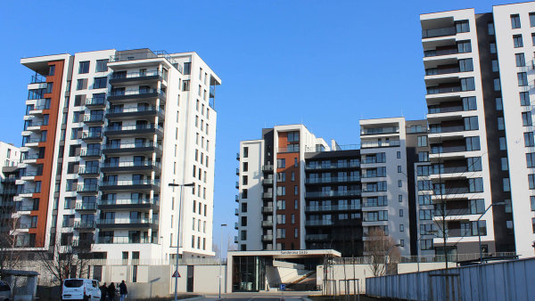 Omezení hypoték udělalo z bytů téměř nedostupné zboží. Podražuje i nájemní bydlení.