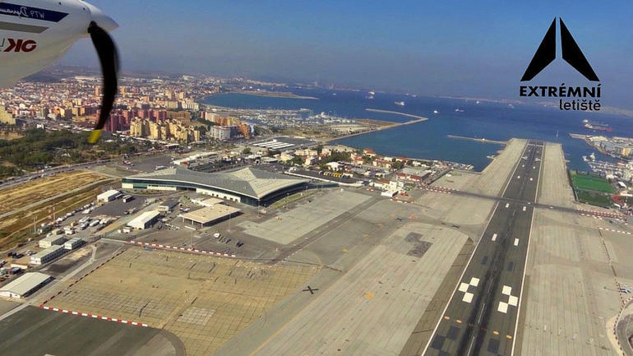Silné turbulence a silnice přes ranvej. Sledujte nejnebezpečnější letiště v Evropě.