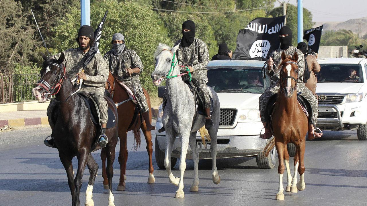 Do IS, který na vrcholu své expanze ovládal části Sýrie a sousedního Iráku, se za dobu jeho existence připojilo 40 tisíc zahraničních bojovníků ze 110 zemí. Mezi těmi západními má primát Francie.