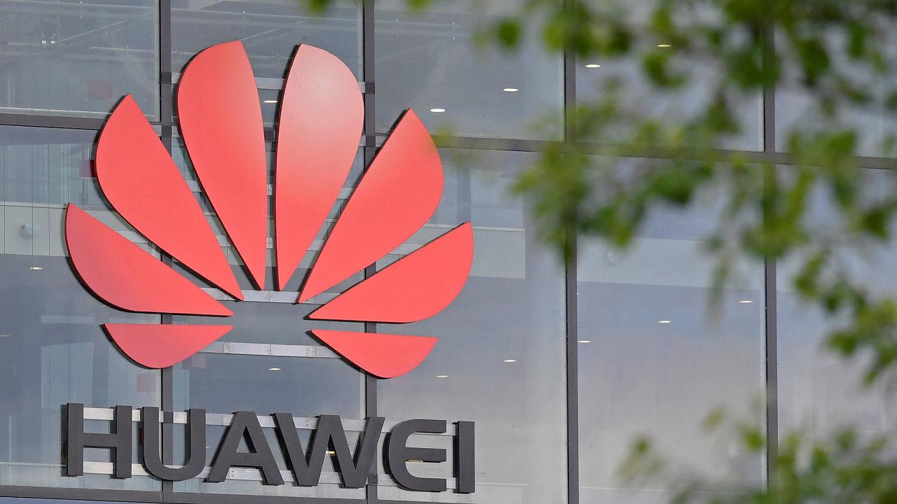 Huawei je nyní druhým největším výrobcem chytrých telefonů na světě za jihokorejským konkurentem Samsung.