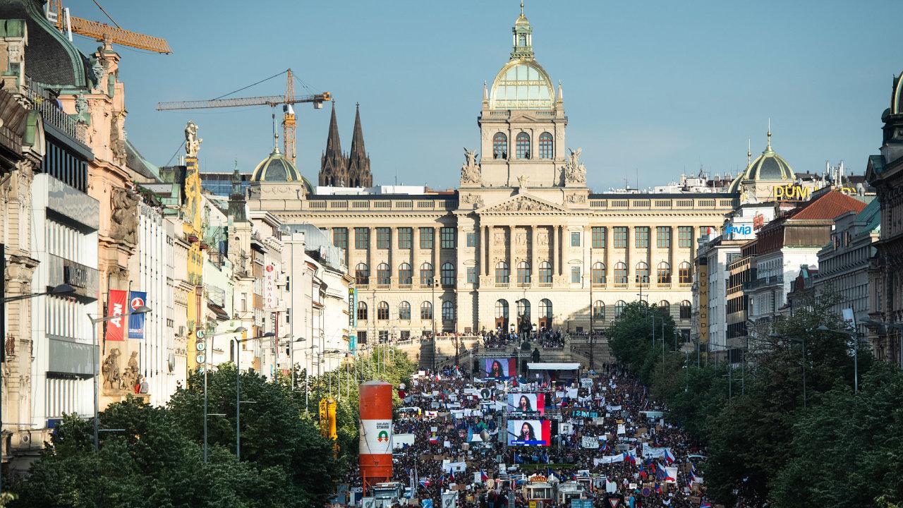 Milion chvilek pro demokracii na Václavském náměstí v Praze, 21. května 2019