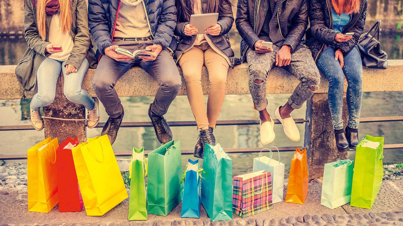 Nákupní centra máme stále voblibě, ačkoli zájem oonline nákupy roste (ilustrační foto).