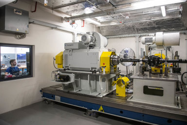 Eaton se zabývá především výrobou elektrotechniky pro firemní zákazníky adomácnosti. Vedle obchodní pobočky má vČesku Eaton dvě továrny asvé jediné evropské inovační centrum vRoztokách uPrahy.