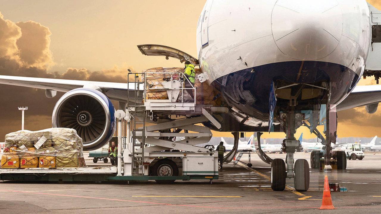 Leteckou nákladní dopravu trápí obchodní války apolitická nestabilita vregionech.