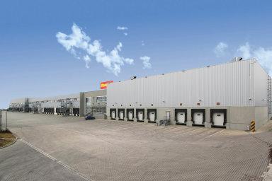 Logistické areály jsou oblíbeným cílem akvizic realitních fondů. Například distribuční centrum Penny Marketu v Radonicích u Prahy má v portfoliu fond skupiny ZFP.