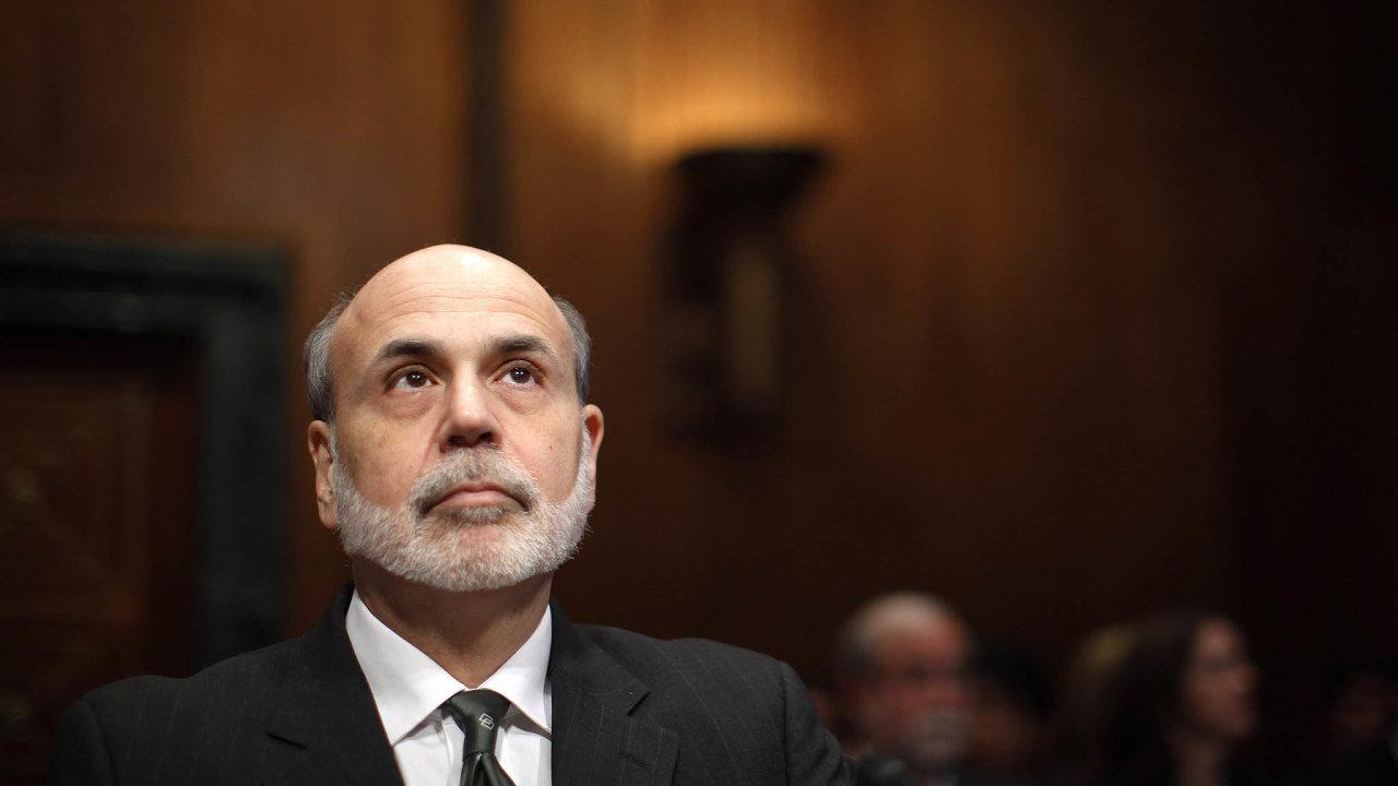 Bývalý šéf amerického Fedu Ben Bernanke je typ centrálního bankéře ochotného nasadit vkrizi ineortodoxní metody. Proslulost si vysloužil zvažováním postupu, kdy by se peníze rozdávaly přímo lidem.