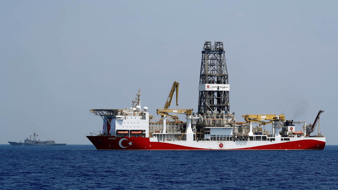 Dobyvatel území pod mořem: Turecká těžební loď mapuje naleziště zemního plynu a zároveň tím otevírá novou kapitolu sporu o podmořské území hlavně s Řeckem.