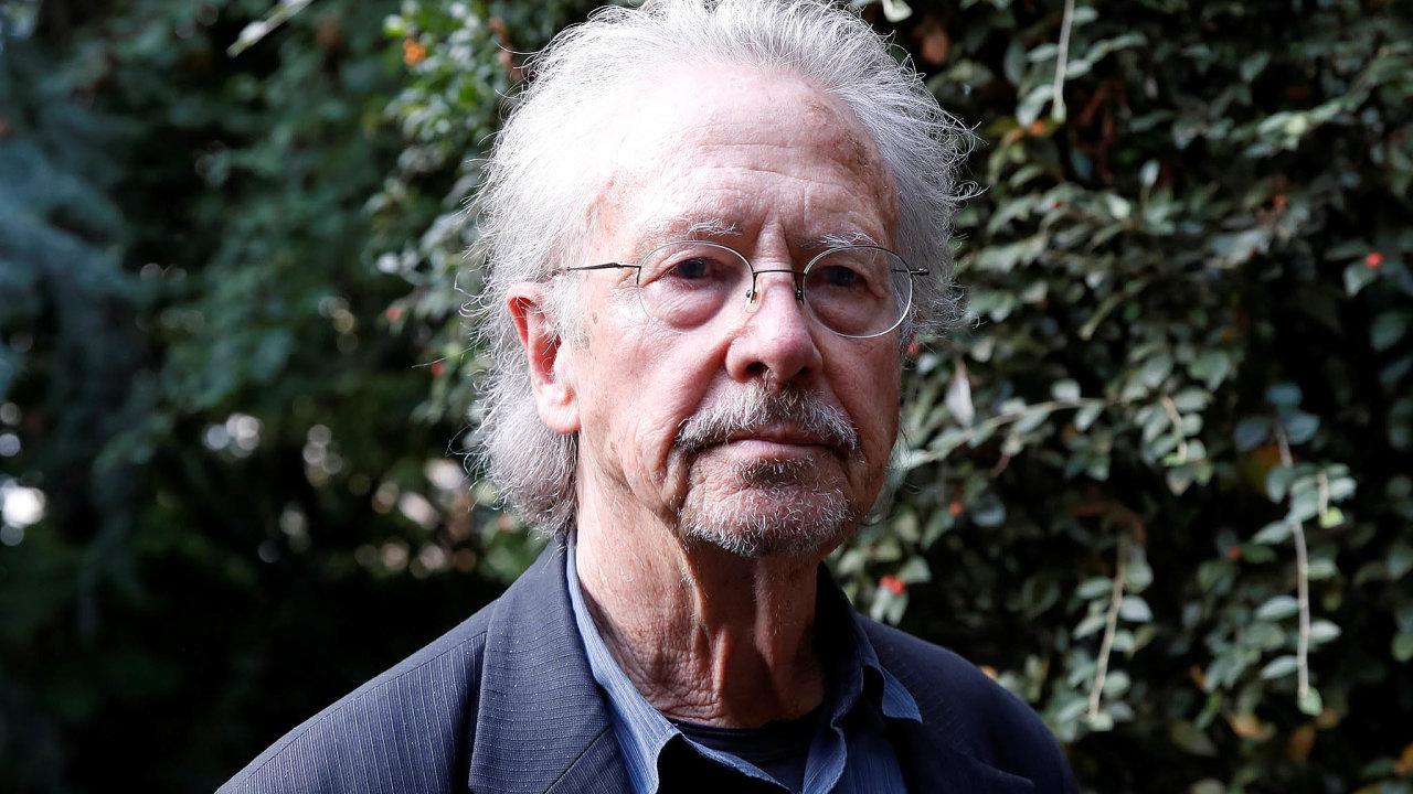 Obdivovaný iodmítaný rakouský spisovatel Peter Handke letos přišel sdramatem Zdeněk Adamec, které mělo premiéru na začátku srpna vSalcburku.