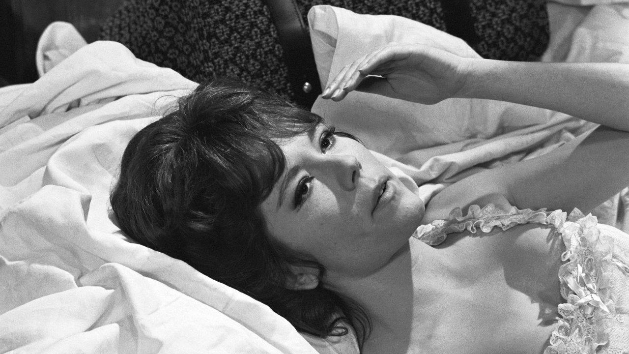 Riggová si v roce 1969 zahrála bondgirl Tracy v jediném filmu, ve kterém neohroženého agenta 007 ztvárnil George Lazenby.