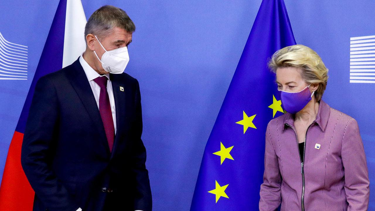 Pozor na nákazu. Nejvyšší eurokomisařka Ursula von der Leyenová opustila summit, jakmile se dozvěděla o výskytu koronaviru ve svém okolí. Jednala tam předtím i s Andrejem Babišem.