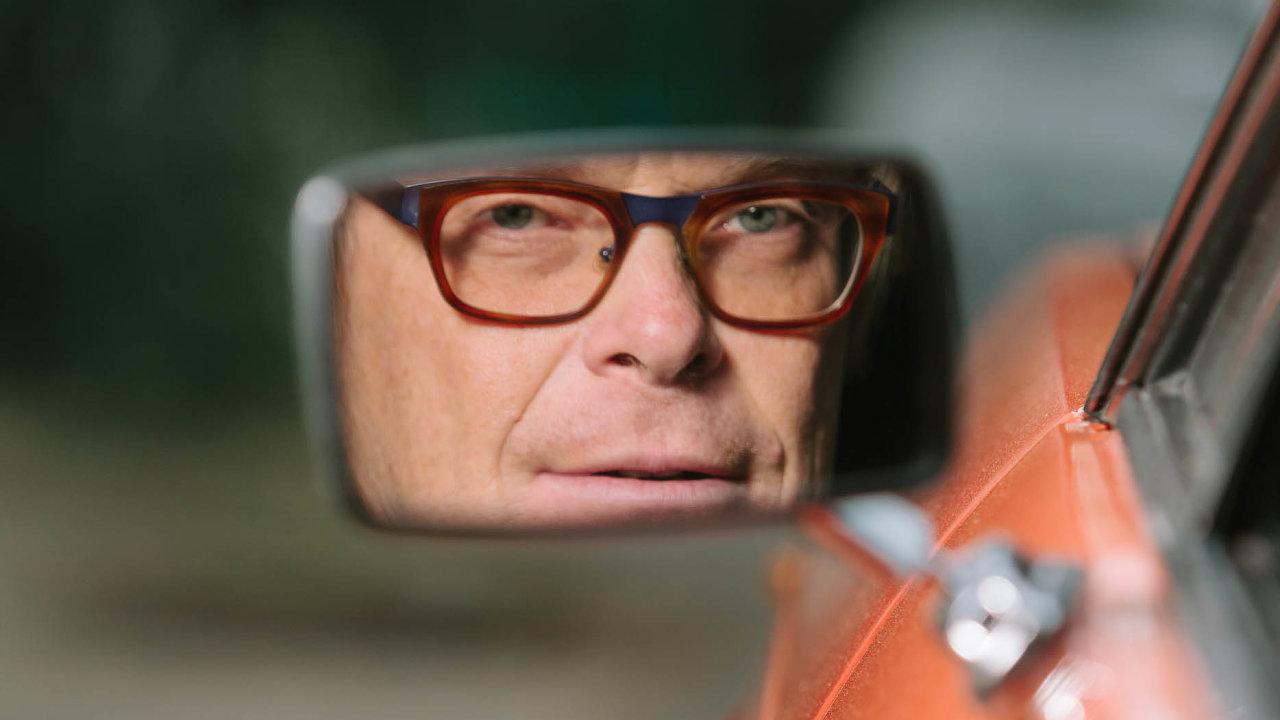 """""""Dioptrické brýle jsem si náhodou koupil vNew Yorku,"""" říká designér David Karásek zmmcité."""