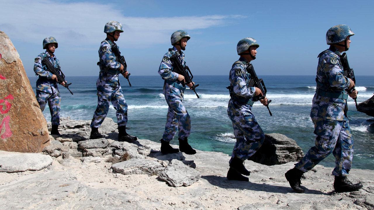 Kvůli hrozbě potenciálního budoucího konfliktu s Američany se znalost angličtiny stala podmínkou vstupu do čínské armády.