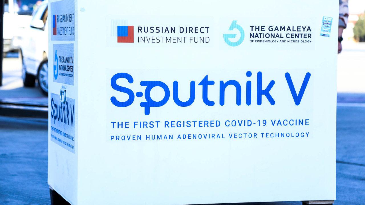Bez ohledu nanedostatek vakcíny pro samotné Rusy ji Moskva prosazuje vesvětě. Sputnik Vdostalo nebo dostane Srbsko, Argentina, Bělorusko, Brazílie, Kyrgyzstán nebo Spojené arabské emiráty.