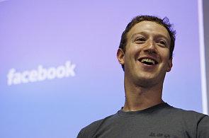 Facebook kupuje novou službu. Pohltí známého cestovatelského průvodce Gowalla