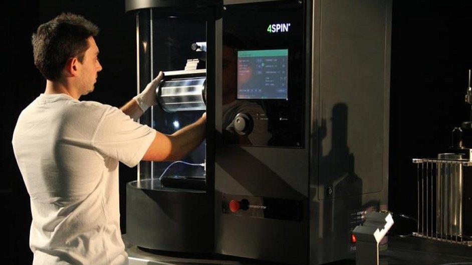Přístroj na výrobu nanovláken 4SPIN od firmy Contipro.