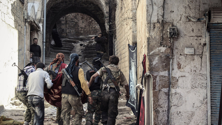 Bojovníci Svobodné syrské armády ve městě Harem
