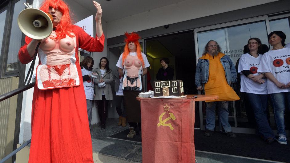 Demonstrace zaměstnanců Ústavu pro studium totalitních režimů