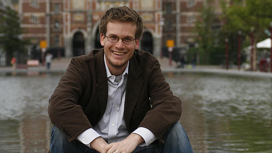 Pětatřicetiletý John Green je spisovatel a blogger