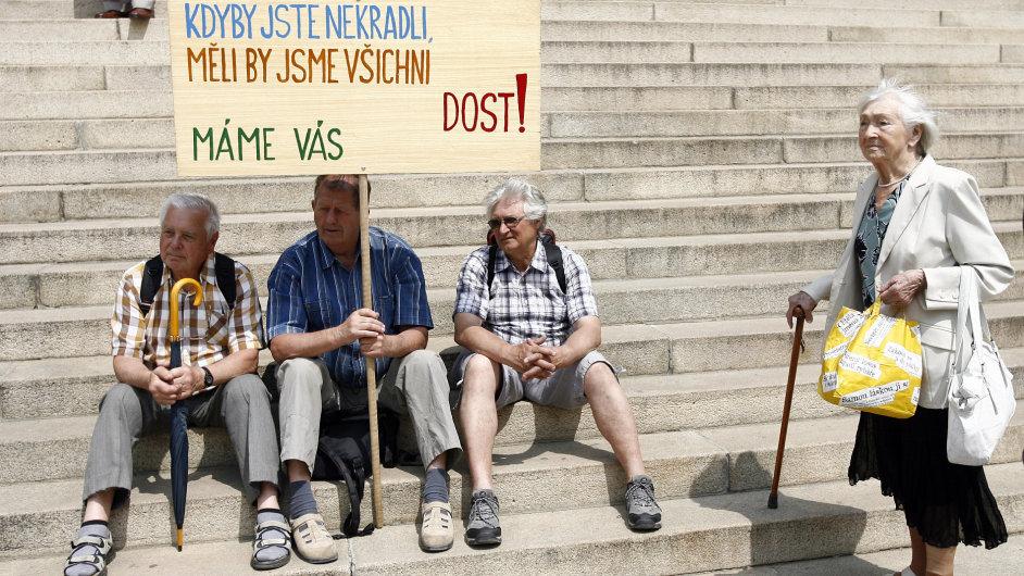 Protestující důchodci, ilustrační foto.