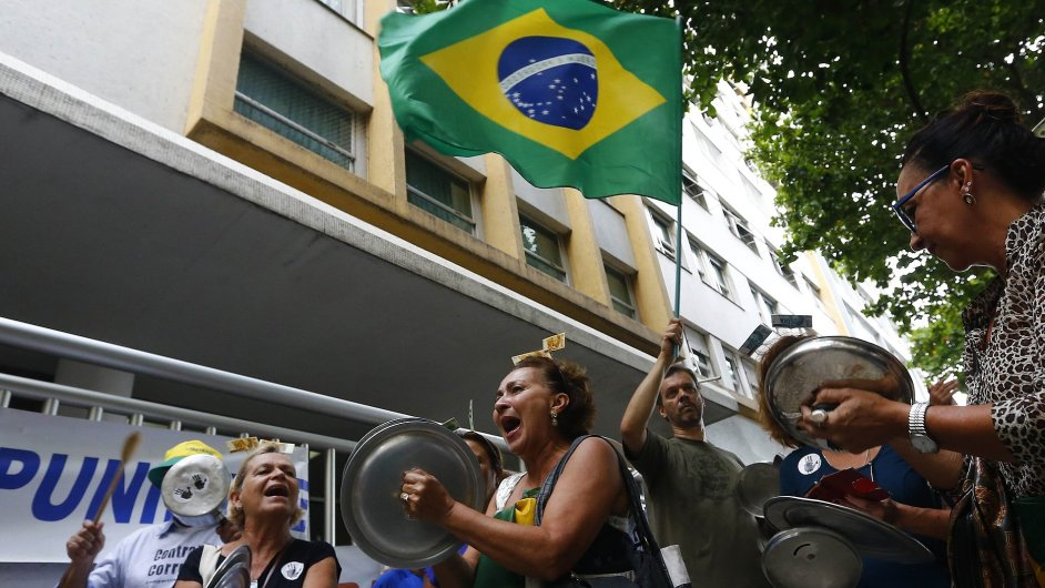 Demonstrace proti šéfce skupiny Petrobras.